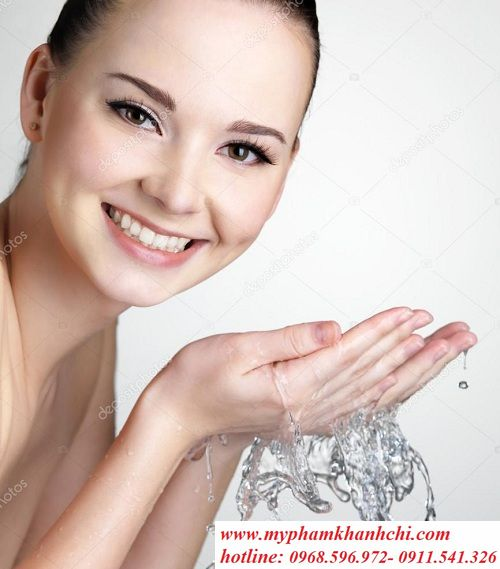 depositphotos_6838502-stock-photo-smiling-woman-washing-face-with_result